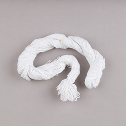 A bundle of 100 white polyester Duncan yo-yo strings